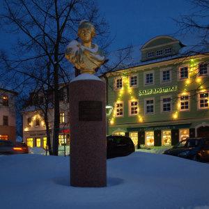 Bild Im Apothekenviertel wurde das Denkmal von Friedrich August d. Gerechten wieder aufgestellt