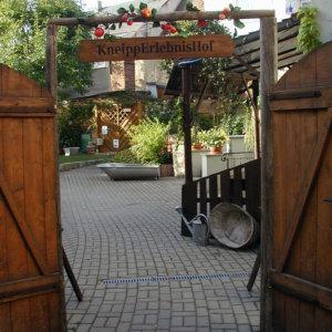 Bild Zum Tag der offenen Hinterhöfe 2004 gestalteten wir einen KneippErlebnisHof