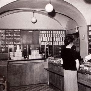 Bild So sah es 1960 im Verkaufsraum der Stadt-Apotheke aus